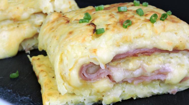 Il rotolo di patate con scamorza e prosciutto, un piatto delizioso, veloce e con sole 270 calorie!