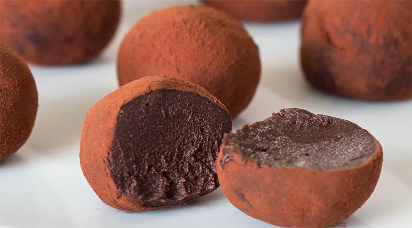 Tartufi tiramisù al caffè e cacao, morbidi e gustosi con sole 74 calorie ciascuno!