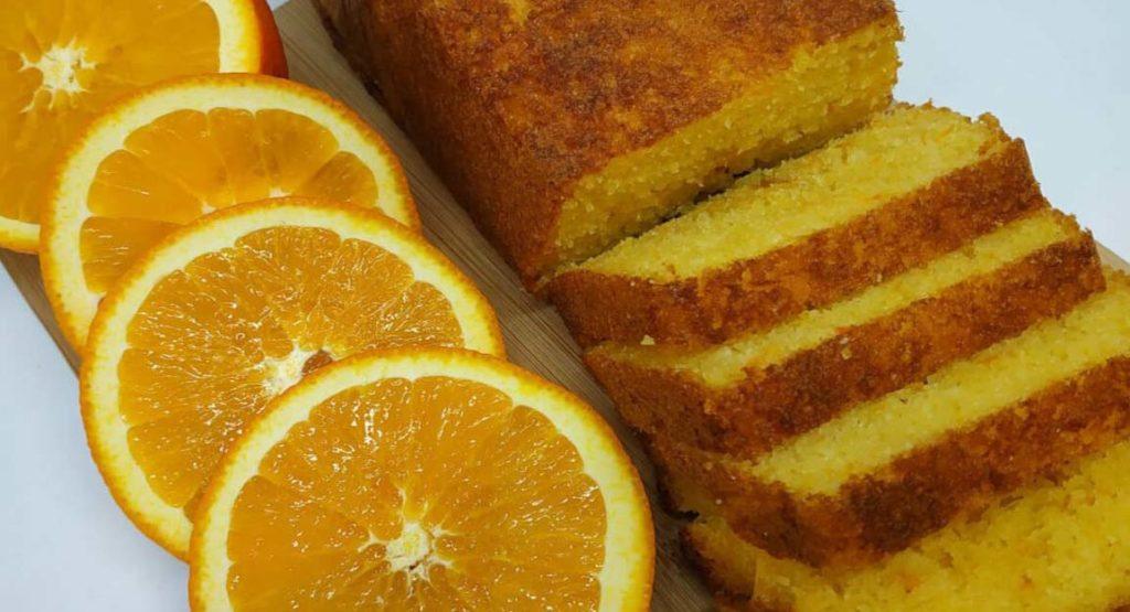 La torta soffice agli agrumi che si prepara in 10 minuti e ha solo 190 calorie!