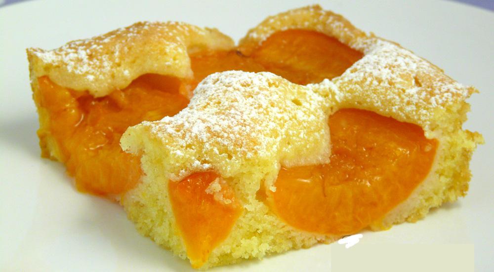 La torta 7 vasetti alle albicocche, un dolce estivo gustoso e con sole 150 calorie!