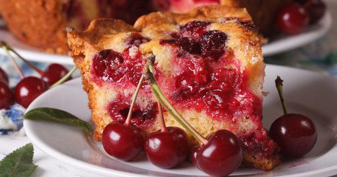 La torta di ciliegie, buonissima, gustosa e leggerissima. Solo 180 calorie!