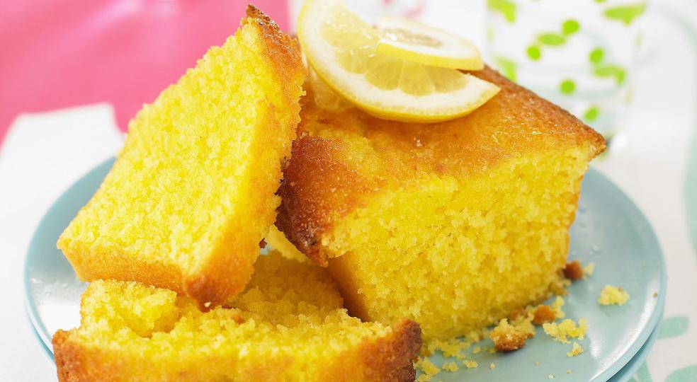 La torta di limone allo yogurt, un dolce morbido e goloso senza burro che dovete assolutamente provare!