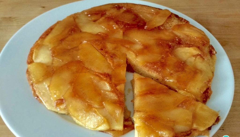 La torta di mele cotta in padella, buona, facile e con sole 110 calorie!