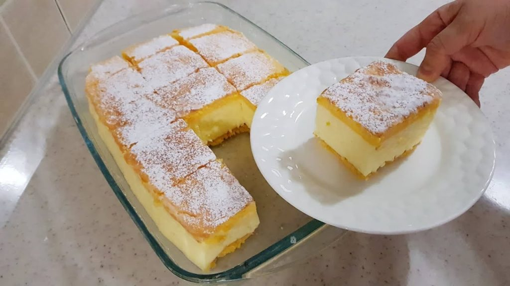 La torta diplomatica con crema alla vaniglia, super gustosa e leggera. Ha solo 100 calorie a porzione!