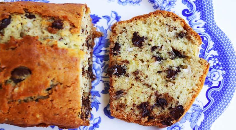La torta alla stracciatella, un dolce da gustare a colazione e a merenda. Ha solo 190 calorie!