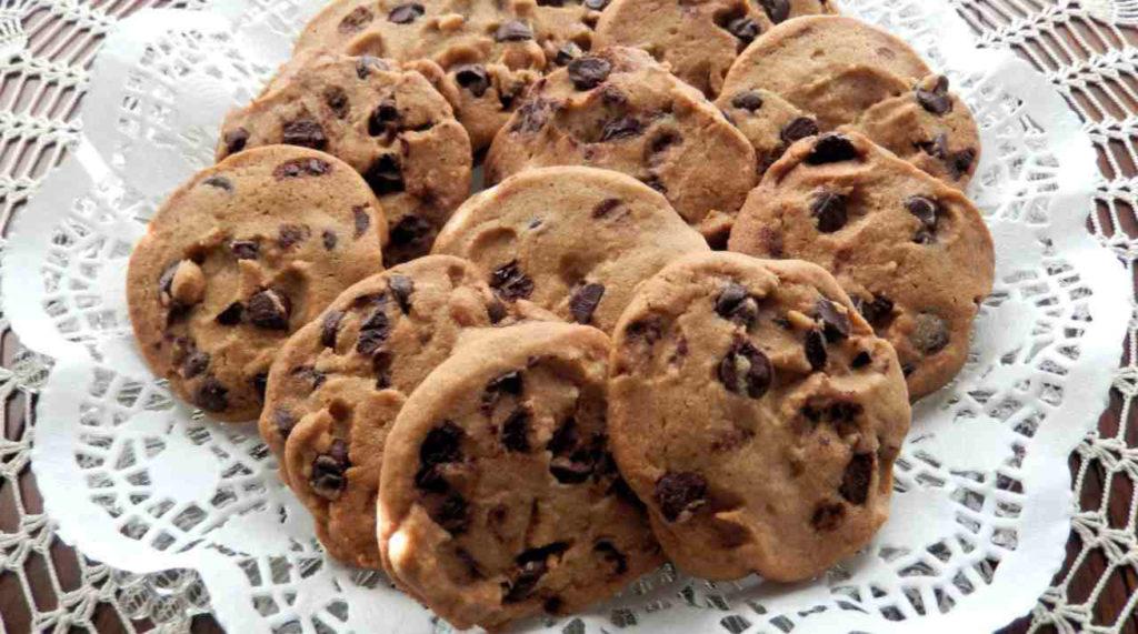 Biscotti al cioccolato senza uova per una colazione gustosa e dietetica. Solo 50 calorie!