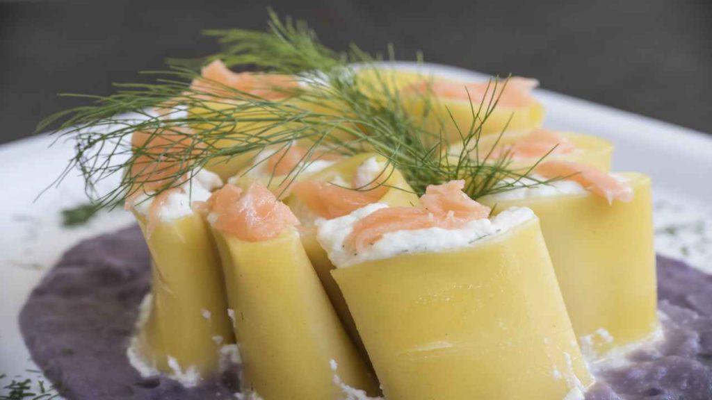 Paccheri ripieni con salmone e ricotta, un primo piatto gustoso e salutare con sole 500 calorie!