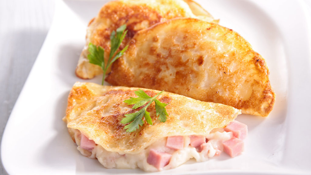 Sformato di crespelle con prosciutto e provola, un secondo piatto leggerissimo con sole 150 calorie!