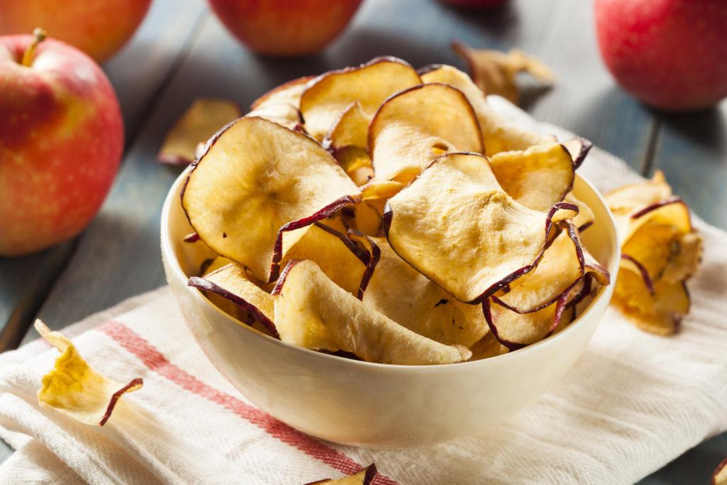 Le chips di mele con 2 ingredienti, si preparano in 10 minuti e hanno solo 50 calorie!