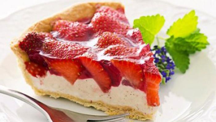 La crostata di fragole e ricotta senza burro, un dolce gustoso, fresco e con sole 180 calorie!