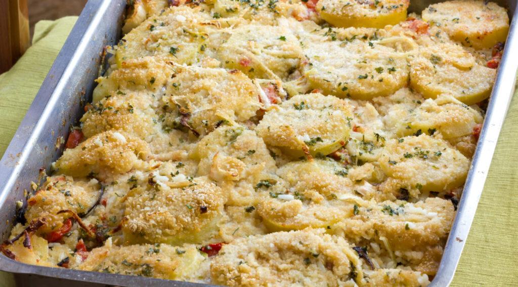 La parmigiana bianca di zucchine e patate, una ricetta gustosa e buona con sole 320 calorie!