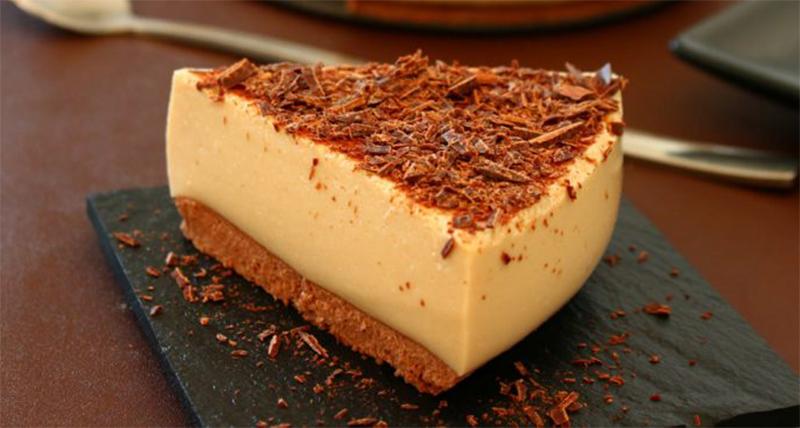 La torta fredda al caffè e yogurt, un dolce fresco e gustoso con sole 160 calorie!