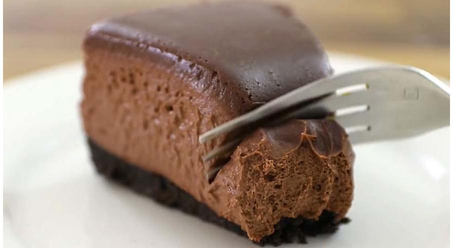 La torta al cioccolato super cremosa senza uova, né burro con sole 190 calorie!