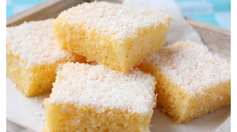 La torta al cocco soffice e delicata che si prepara in 5 minuti. Ha solo 190 calorie!