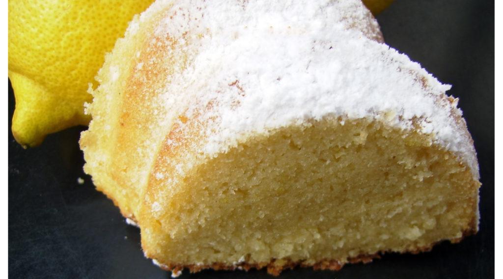 La torta al limoncello, un dolce estivo gustoso che vi stupirà. Ha solo 170 calorie!