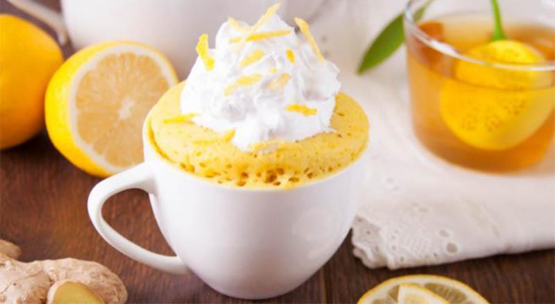 La torta in tazza al limone, un dolce gustoso e dietetico che ha solo 140 calorie!