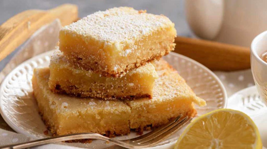 La torta limone e cocco senza burro, un dolce gustoso e cremoso con sole 110 calorie!