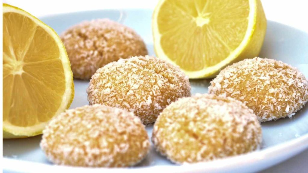 I biscotti al limone farciti alla crema, per una merenda gustosa e con 60 calorie!