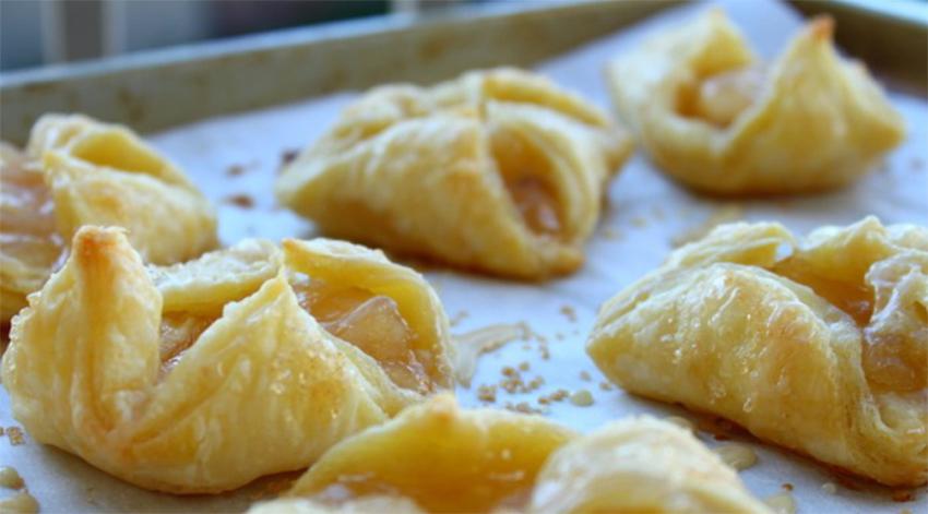 Fagottini di mele senza burro e senza uova, un dolce gustoso e leggero con sole 190 calorie!