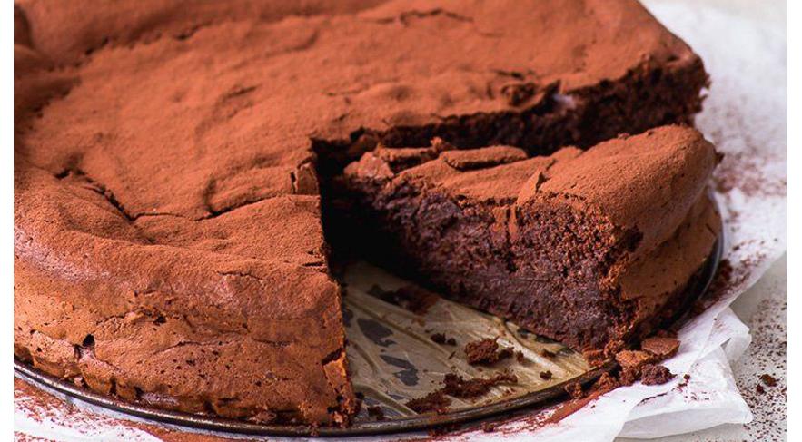 La torta pane raffermo e cioccolato, un dolce economico, gustoso con sole 160 calorie!