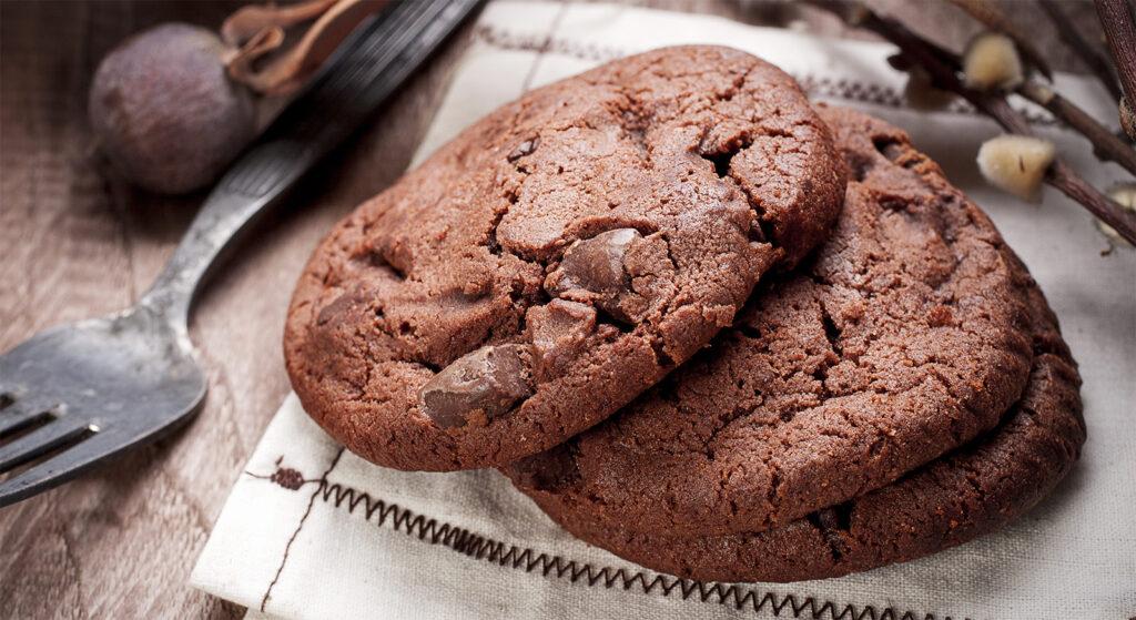 Biscotti all'olio d'oliva, cioccolato e nocciole, senza burro né uova, buonissimi e con sole 60 calorie!