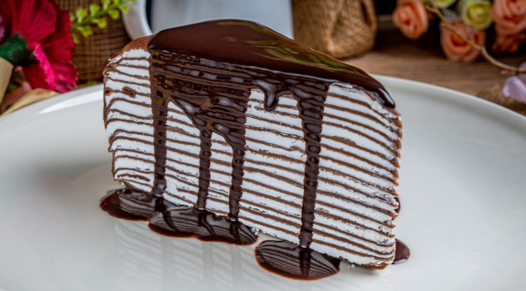 La torta di crepes al cioccolato, un dolce gustoso e sfizioso con sole 120 calorie!