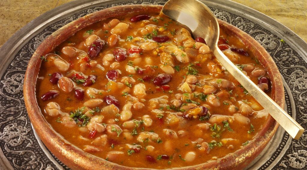 La zuppa di fagioli per rimettersi in forma, un piatto super nutriente con sole 360 calorie!