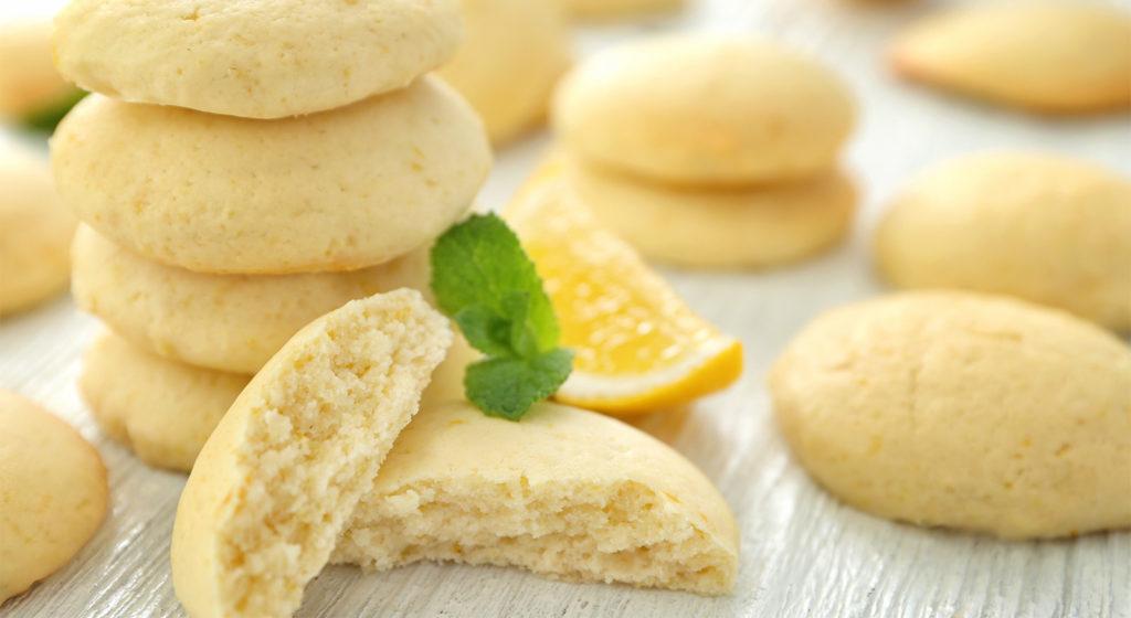 I biscotti al limone senza burro, soffici e delicati con sole 50 calorie!