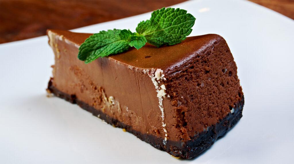 La cheesecake al cioccolato senza panna, super cremosa e dietetica con sole 180 calorie!