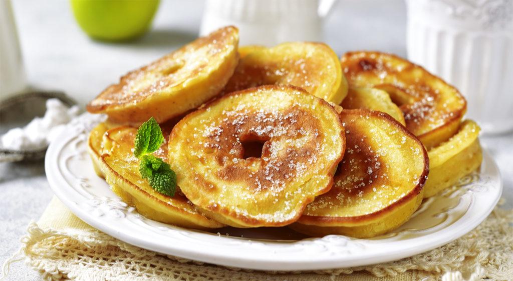 Le frittelle di mele senza uova né latte, per uno spuntino gustoso e di sole 60 calorie!
