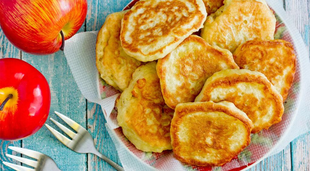 I pancake alle mele senza uova e burro per una colazione coi fiocchi. Solo 70 calorie!