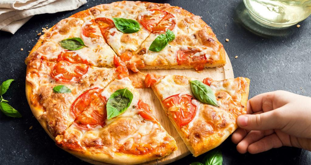 La pizza nuvola senza farina, gustosa, super proteica e leggera. Solo 280 calorie!