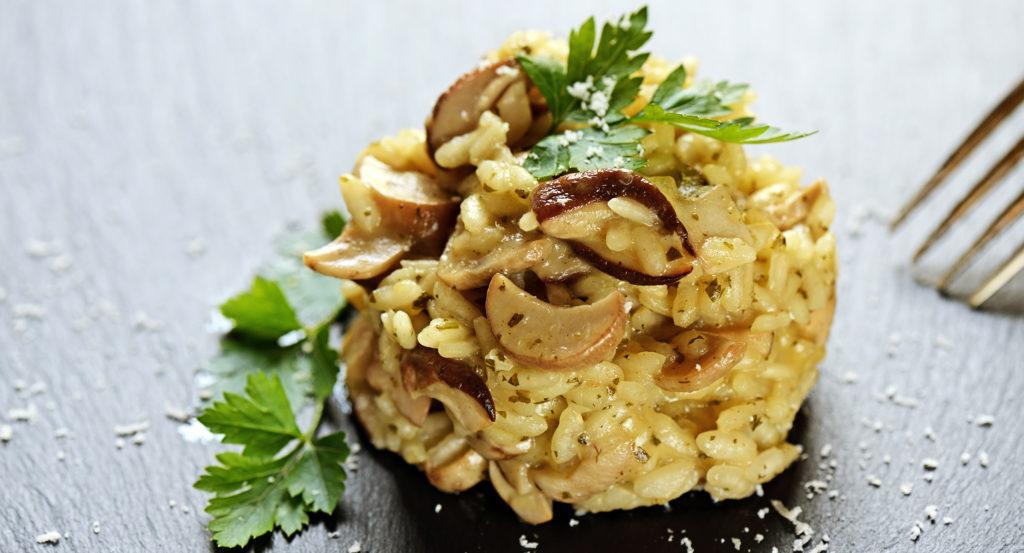 Risotto ai funghi porcini, un primo piatto gustoso e leggero con sole 370 calorie!