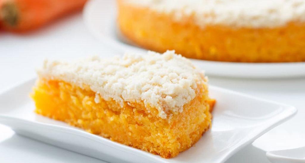 La torta di carote e yogurt, un dolce sofficissimo che si scioglie in bocca e ha solo 140 calorie!