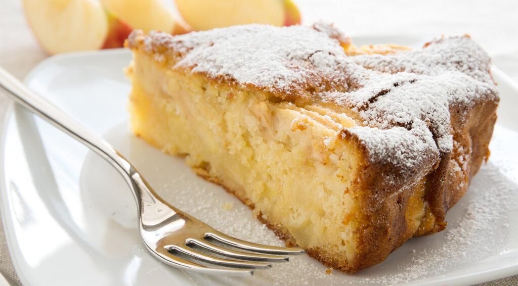 La torta di mele e albumi, un dolce super leggero, soffice e con sole 180 calorie!