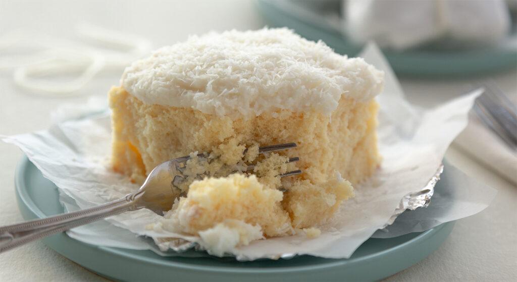 La torta limone e cocco senza lievito, morbida come una nuvola e con sole 110 calorie!