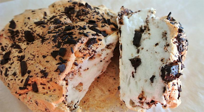 Il pane nuvola dolce senza farina, si scioglie in bocca ed è leggerissimo. Ha solo 160 calorie!