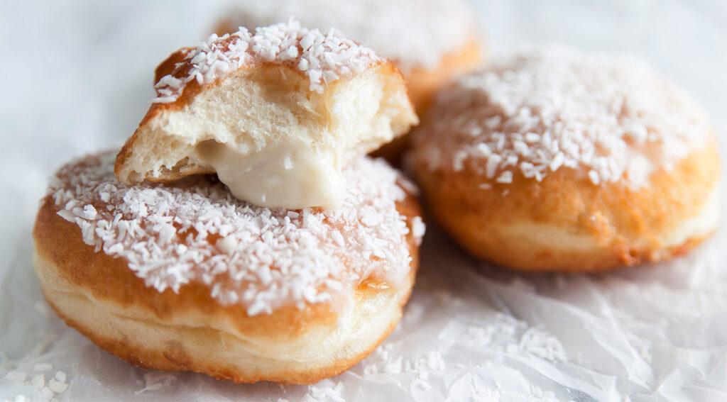 Donuts al cocco senza burro e uova, una ricetta gustosa che non potrai non provare. Solo 95 calorie!