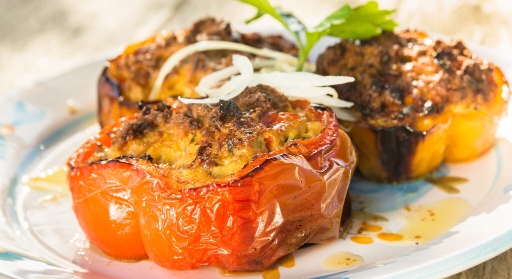 Peperoni ripieni di tonno al forno, un secondo piatto sfizioso e leggero di sole 350 calorie!