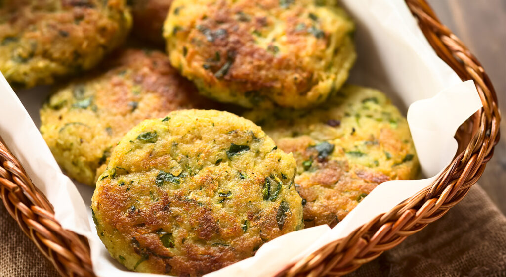 Le polpette di zucchine e pane, una ricetta economica e golosa. Solo 40 calorie ciascuna!