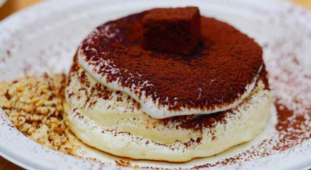 Il tiramisù con pancake senza mascarpone, un dolce goloso e leggero con sole 180 calorie!