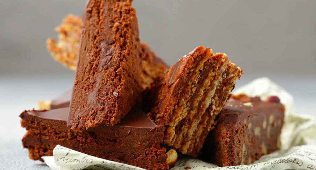La torta di biscotti al cioccolato, una prelibatezza per chi è a dieta. Ha solo 190 calorie!