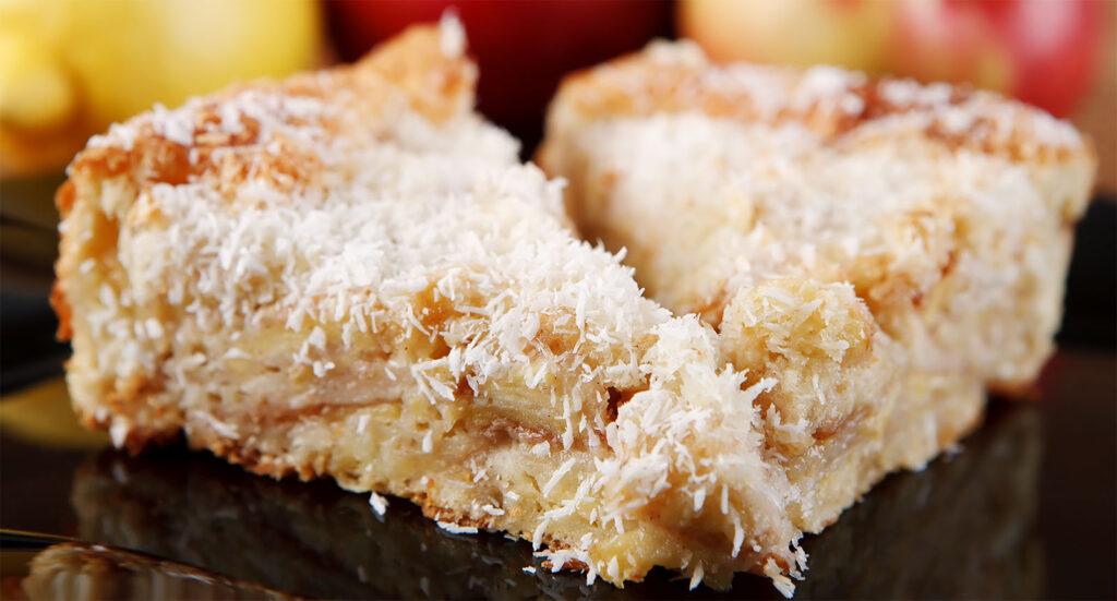 La torta di cocco e mele senza burro e latte, un dolce gustoso e leggerissimo di sole 150 calorie!