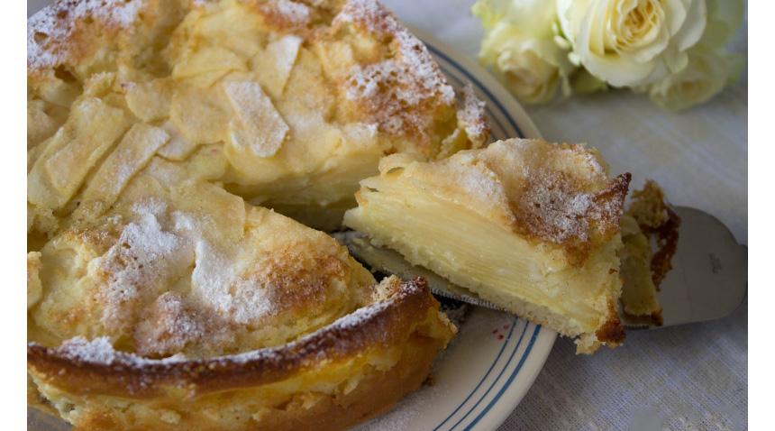 La torta di mele e latte invisibile, così morbida che si scioglie in bocca. Ha solo 130 calorie!