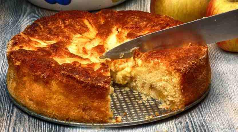 La torta di mele paesana che si fa col pane raffermo, un dolce gustoso e con 190 calorie!