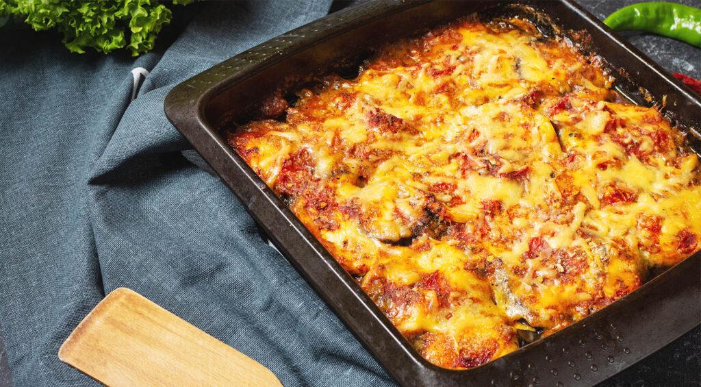 Le melanzane in teglia al pomodoro, una ricetta sfiziosa e leggerissima con sole 150 calorie!