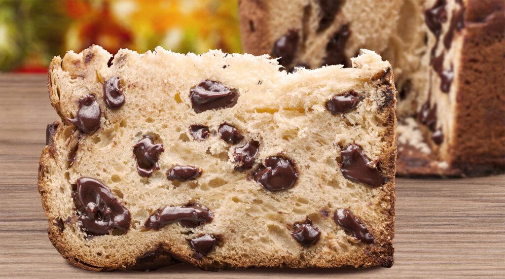 Il panettone al cioccolato, la ricetta facile e leggera da fare per Natale. Ha solo 220 calorie!