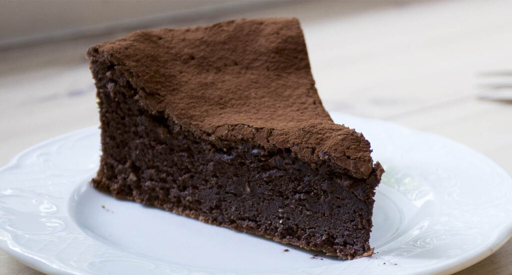 Senza farina, burro e latte: la più buona torta al cioccolato con 3 ingredienti. Solo 100 calorie!