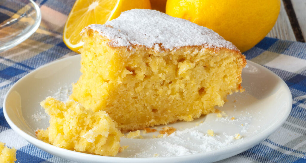 Senza farina, burro e latte, la torta al limone sofficissima con 4 ingredienti e 150 calorie!