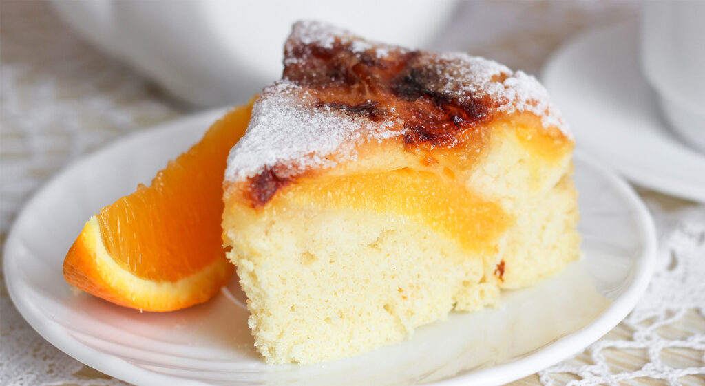 La torta sofficissima all'arancia senza burro, uova e né latte. Ha solo 150 calorie!